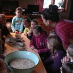 projekt Náš Jarošov - 2. část - pečení chleba - 9.12. 2015 008