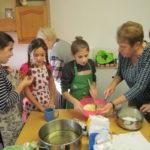 Předvánoční vaření s babičkami - 28.11. 2018 039